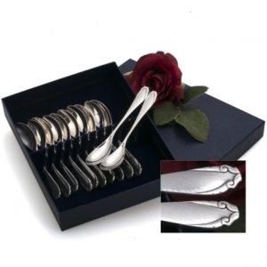 Zilveren theelepels gemaakt door H.Hooijkaas te Schoonhoven in model Moustache ontworpen door Harm Ellens.