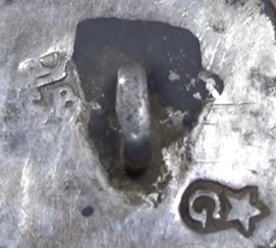 S punt B onder kroon is het meesterteken van Servatius Beckers te Maastricht 1752-1775